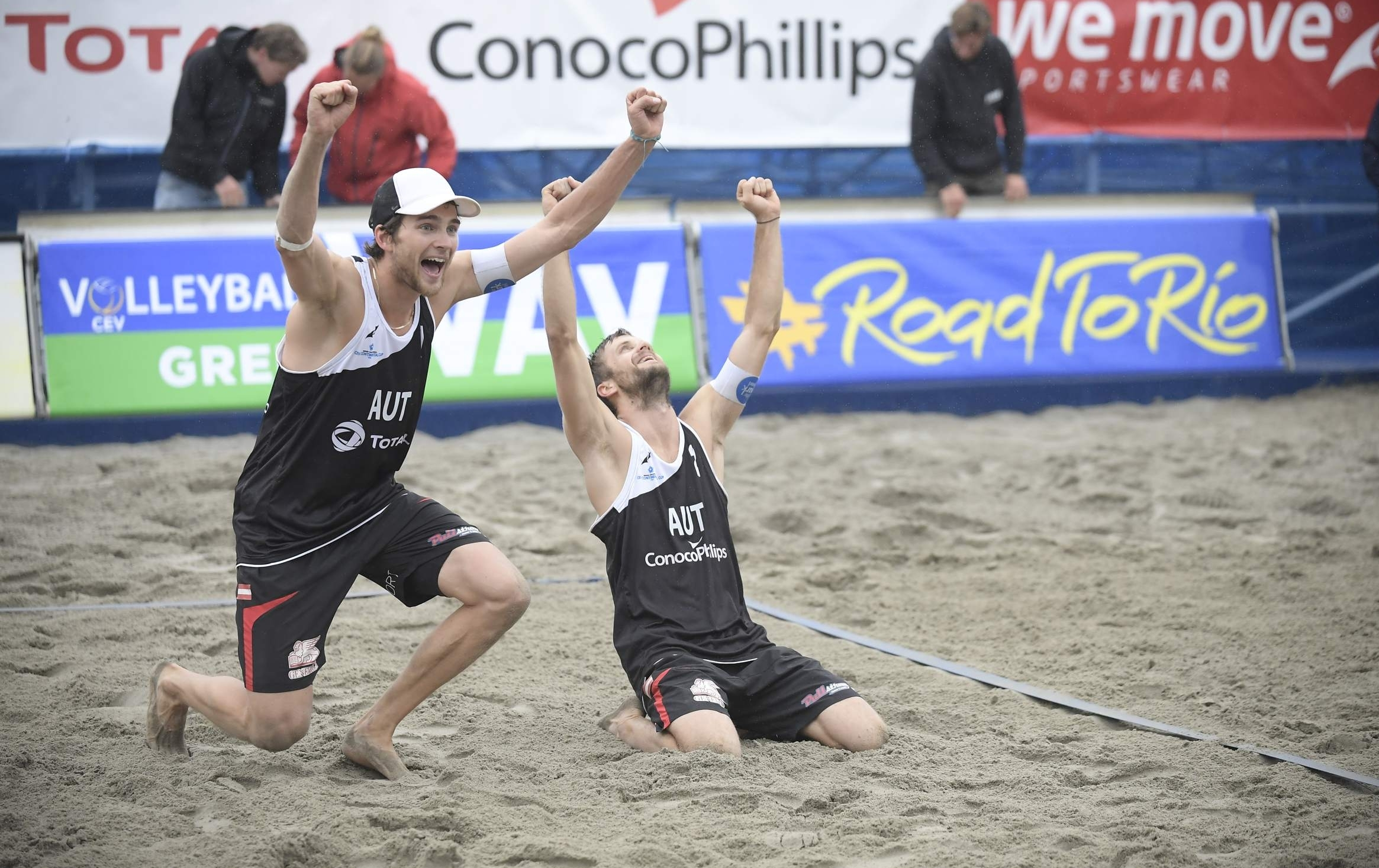 Xandi/Robin celebrate their win in Stavanger. Photocredit: CEV