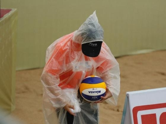 A volunteer cleans the ball during a match (Credit: FIVB)