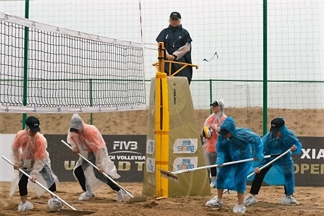 Something you'd love to do at home in the garden – not! (Credit: FIVB)
